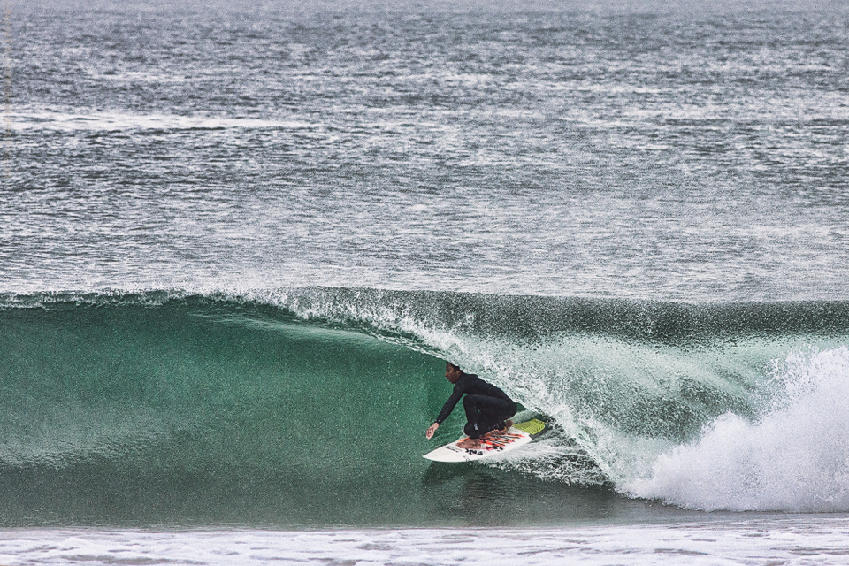 John Daniels scores a dredging barrel in the rain. Chris Grant photo on Boardfolio.com
